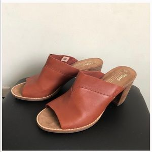 TOMS Cognac Brown Leather Mules 8